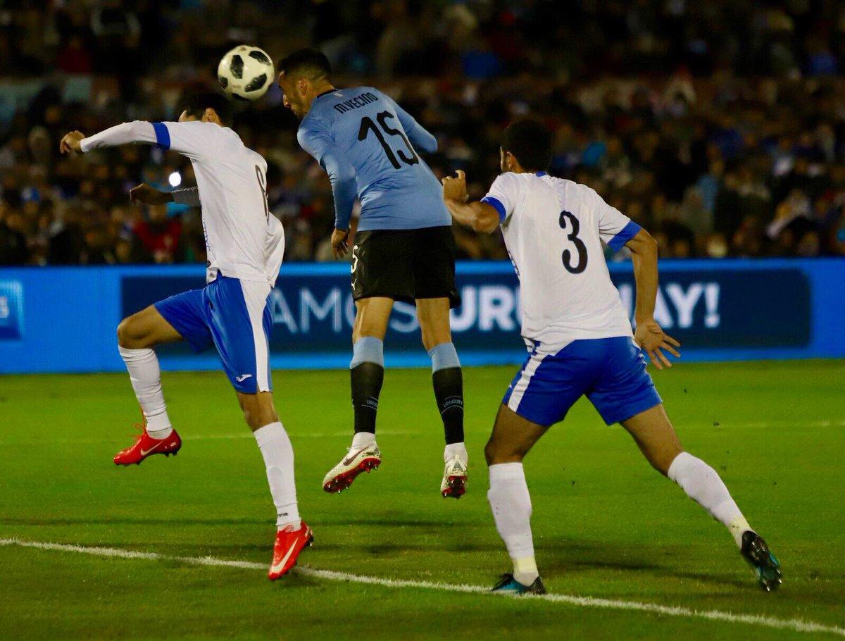 GRACIAS POR ESTAR SIEMPRE!!! Vamo' arriba Uruguay!!!!🙌👏👏 🇺🇾🇺🇾🇺🇾1⃣5⃣ #ElEquipoQueNosUne #WorldCup2018 https://t.co/j1Tl2C8FtS