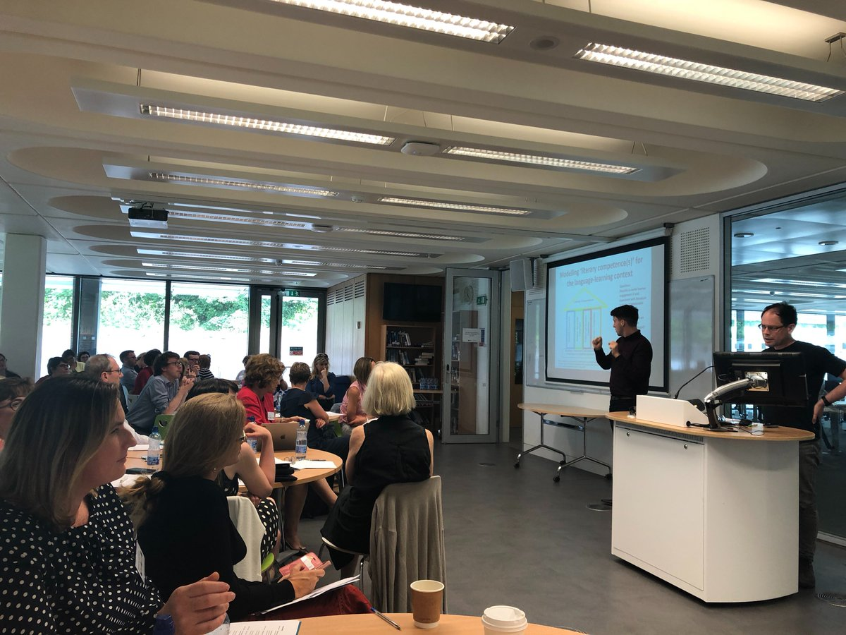 .@UL colleagues Jean Conacher, Marie-Thérèse Batardière & Michael Kelly presenting on successfully mapping the #CEFR to language modules to a packed house at today's @ForumTL seminar in Maynooth with @Larionad @DigiLanguages @ulcals @ResearchArtsUL @EUErasmusPlus @Leargas