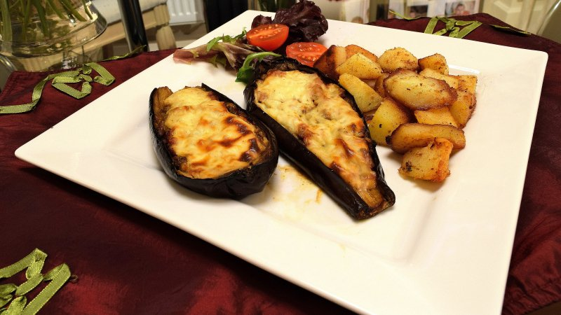 Please RT! #recipes #food Eggplant boats with Beef and Bechamel Sauce https://t.co/EaPQTOlPc7 https://t.co/WZfIrLvtoj
