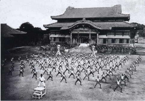 Enfant, ado, adulte, senior, sportif, le #karate est fait pour vous http://bit.ly/2j5X8lV #martial #art #budo #karatedo  - FestivalFocus