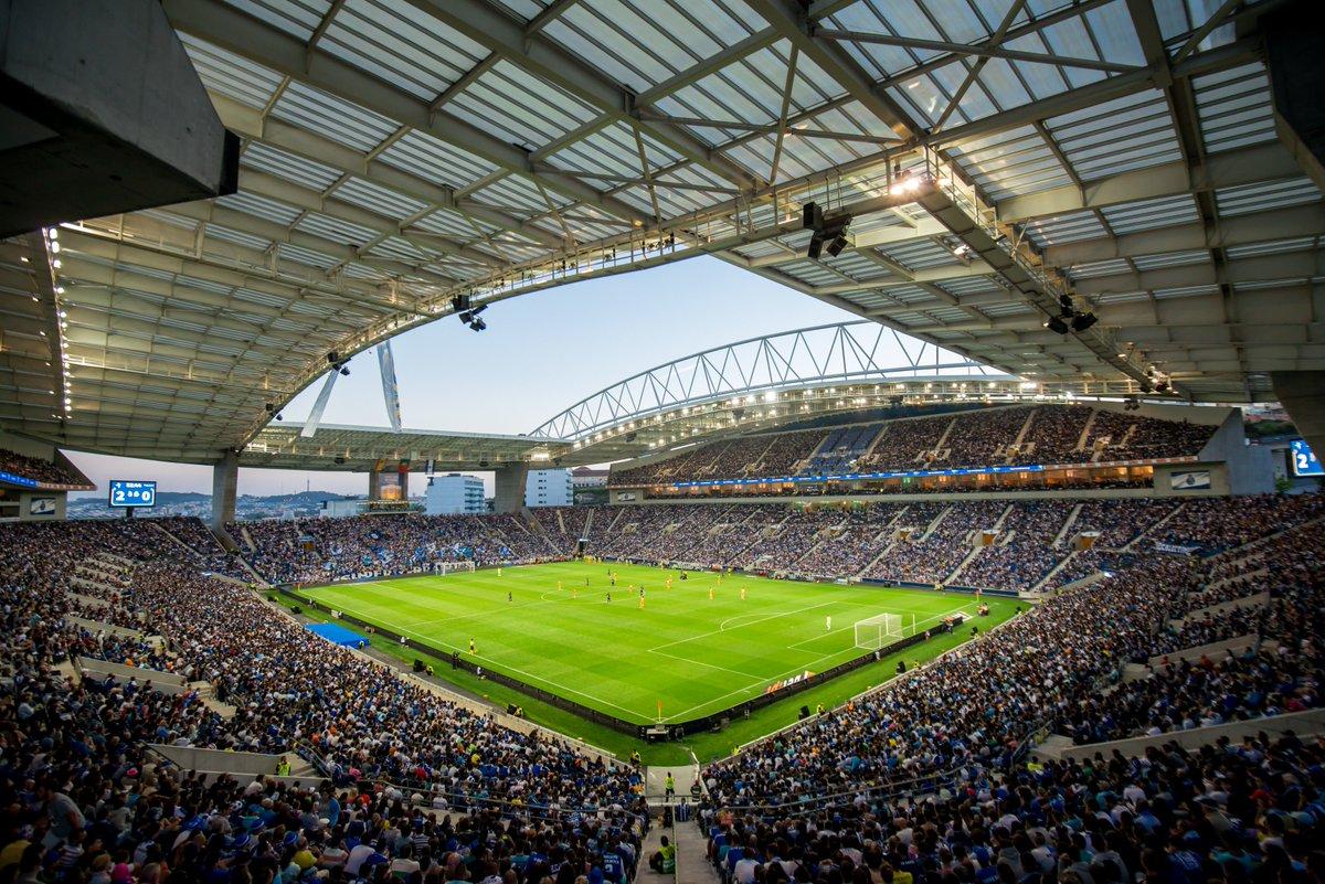 🔵⚪Já há hora para o jogo de apresentação frente ao Newcastle  ⌚ 19h30 #FCPorto #nascidosparavencer