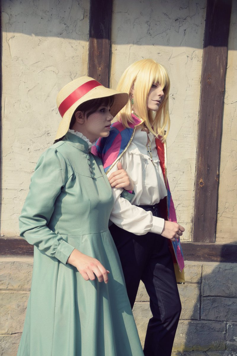 There you are sweetheart, sorry I&#39;m late. I was looking everywhere for you.  #ハウルの動く城 #HowlsMovingCastle #Ghibli #Cosplay @DeeJayAss  Costumes by @miccostumes<br>http://pic.twitter.com/S5Rb9hx2BE