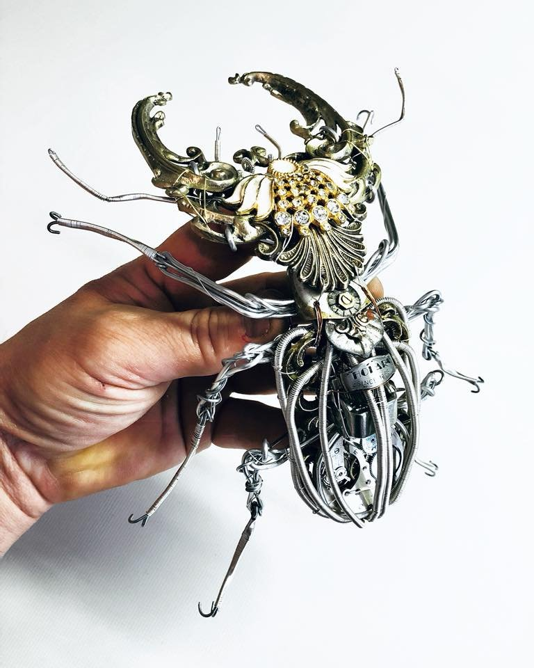 #Steampunk Awesome of the Day: Huge #Bug made with Watch Parts and Iron Wire via @VicFoundry #SamaCuriosities