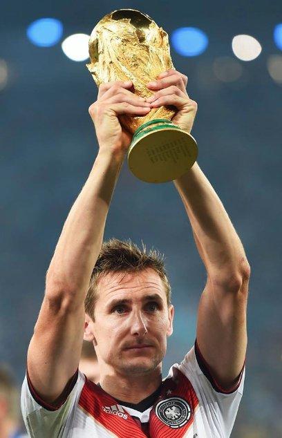 Weltmeister, WM-Rekordtorjäger - L E G E N D E Alles Gute zum 40. Geburtstag, Miroslav Klose! 🎂 @DFB_Team #WM2018 #WM Foto