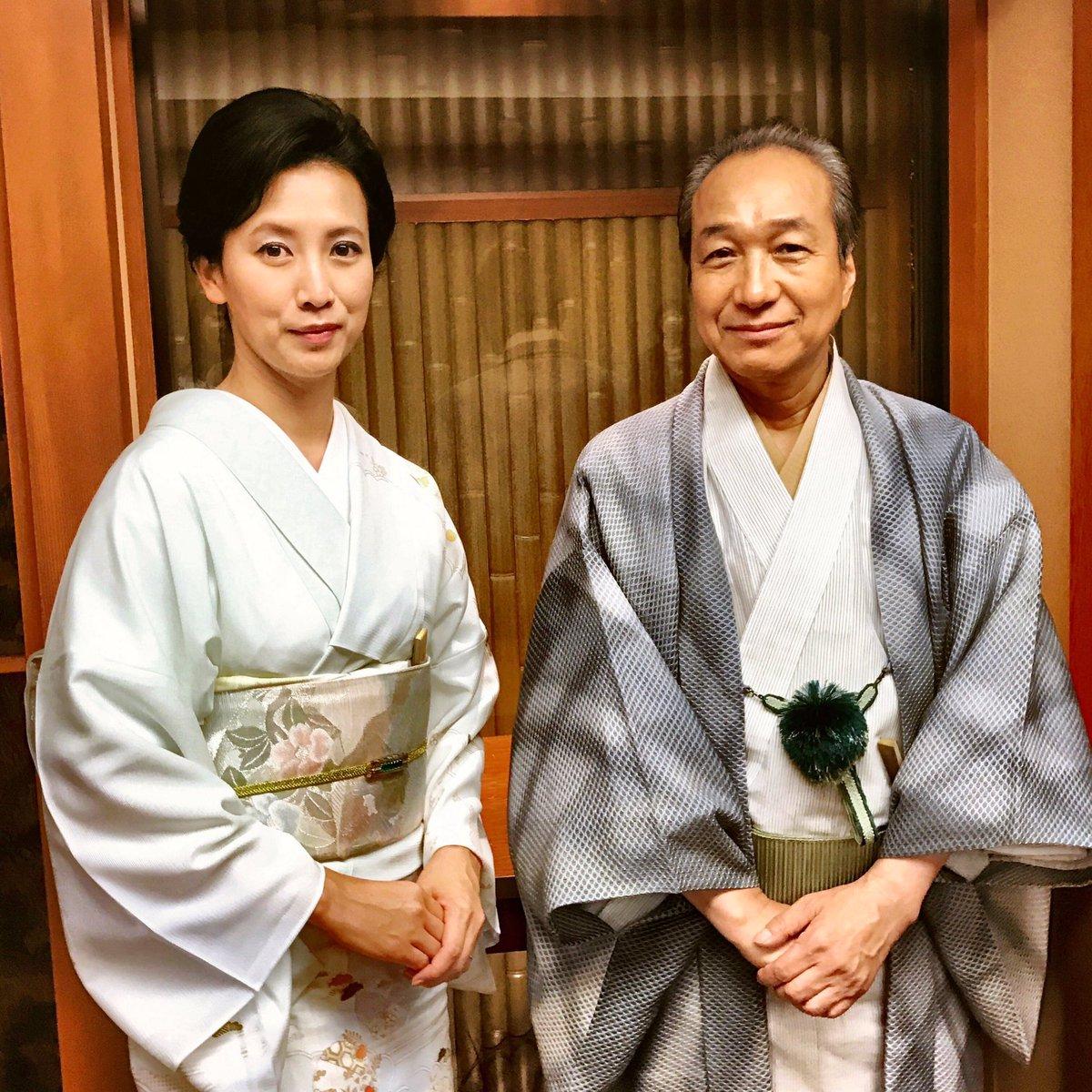 『高嶺の花』の撮影、着々と進んでおります。 華道の名門「月島流」の家元・月島市松役の 小日向文世 さんと、その妻・ルリ子役の 戸田菜穂 さん。