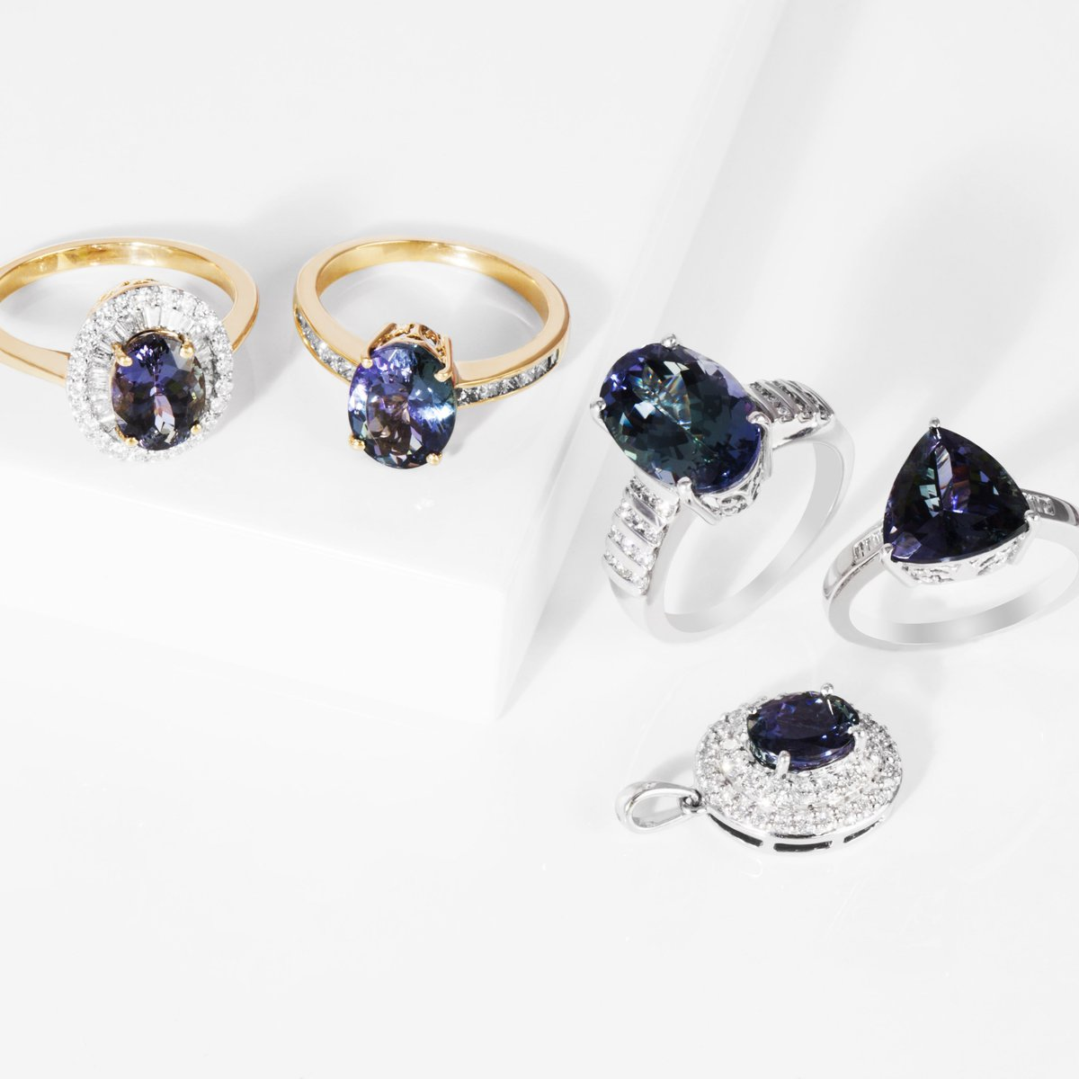carats cut m untreated estate image peacock colored diamond cushion and tanzanite ring s gemstones jewelry