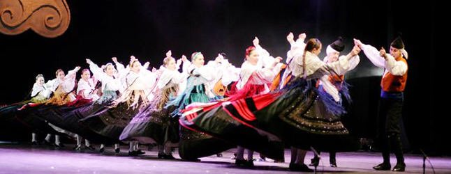 Today we are celebrating in @CidadedaCultura that Galician traditional dance is on the way to be declared good of cultural interest by the Spanish government @culturagob @maximhuerta  Our next goal is the World Heritage declaration by @UNESCO @UNESCO_es  @Xunta<br>http://pic.twitter.com/y0w9YWOsM9