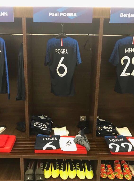 Notre vestiaire nous attend 👊🏾 dernier match avant le départ #fiersdetrebleus #FRAUSA @equipedefrance