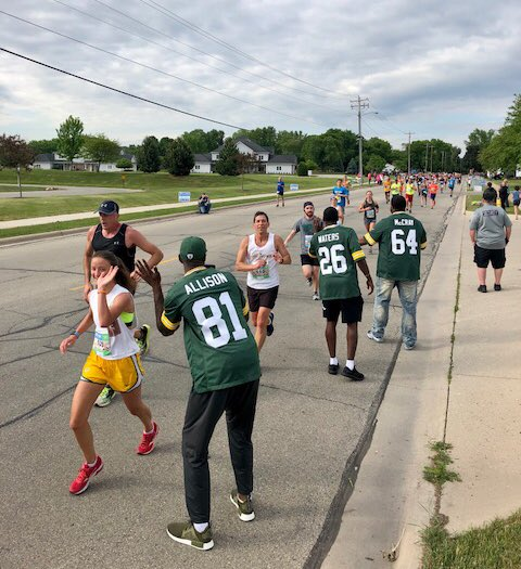 Cheering on racers at the @BellinRun! ��♀️��♂️  @813Geronimo @herbwaters6 @64jdm https://t.co/VUHwVic0Oj