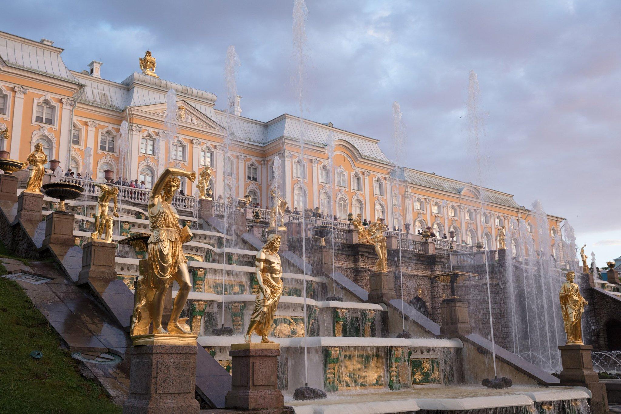 после настойчивых дворцы питера фото и описание это