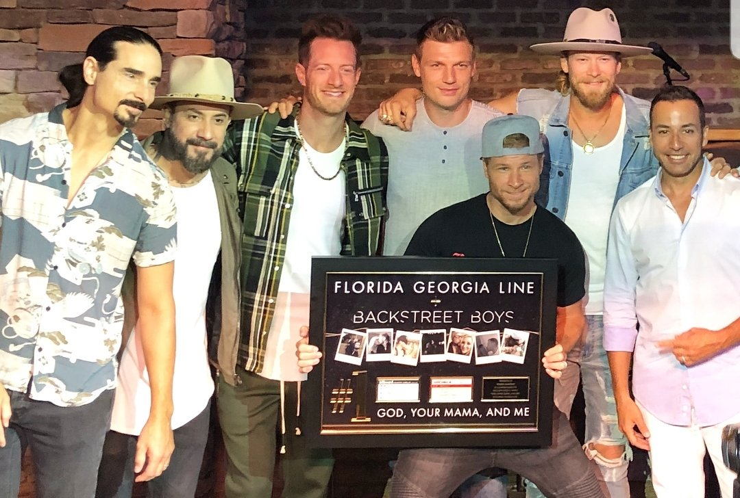 Guess who's celebrating their first #1 on country radio!  [SPOILER: It's the @backstreetboys ] #GodYourMamaAndMe #CMAfest<br>http://pic.twitter.com/z8x0HVsYKI – à FGL House