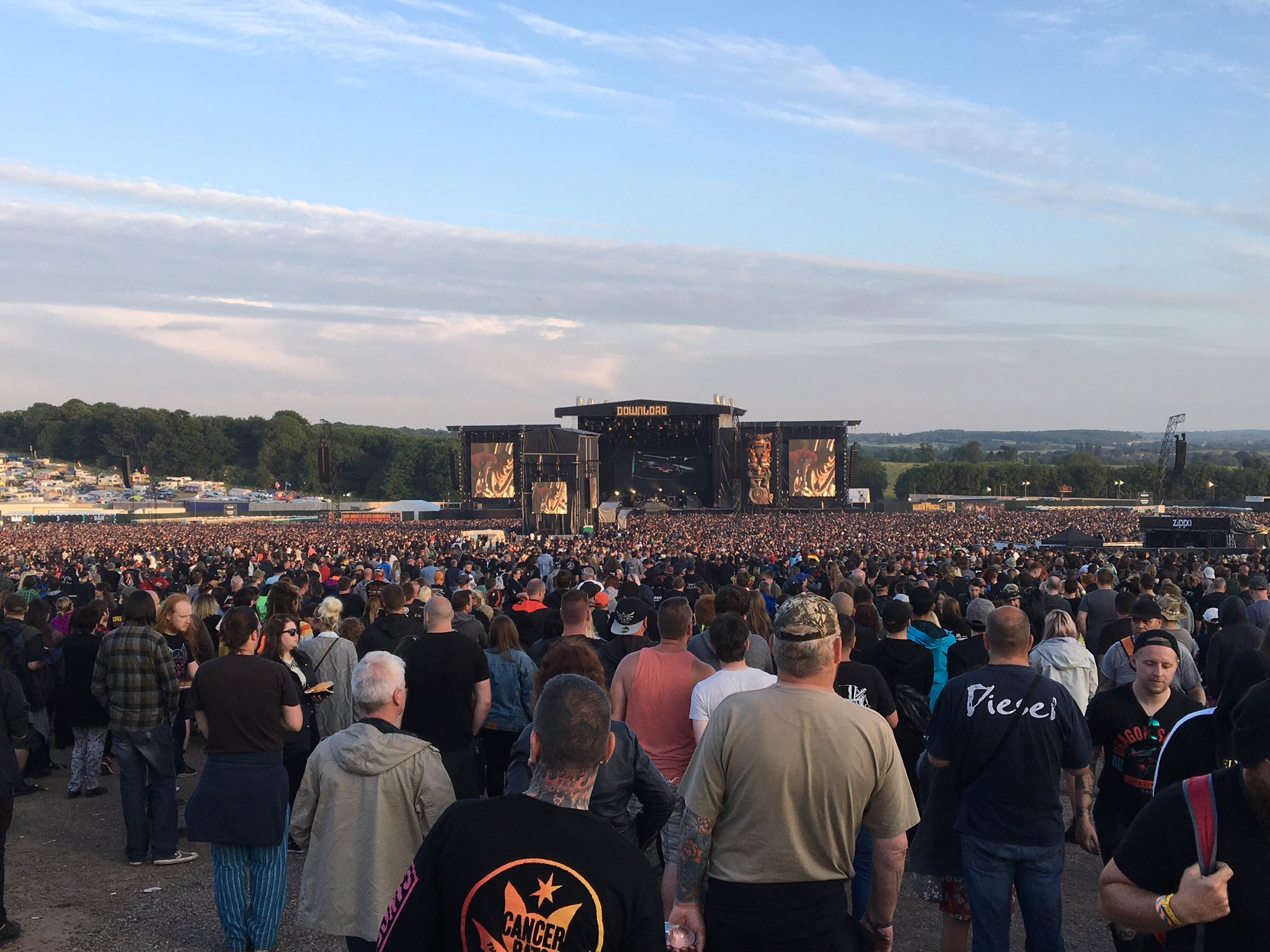 Not a bad turn out for @gunsnroses at @DownloadFest  #DL2018 #Download2018 #gunsnroses https://t.co/2Cm3DwFWap