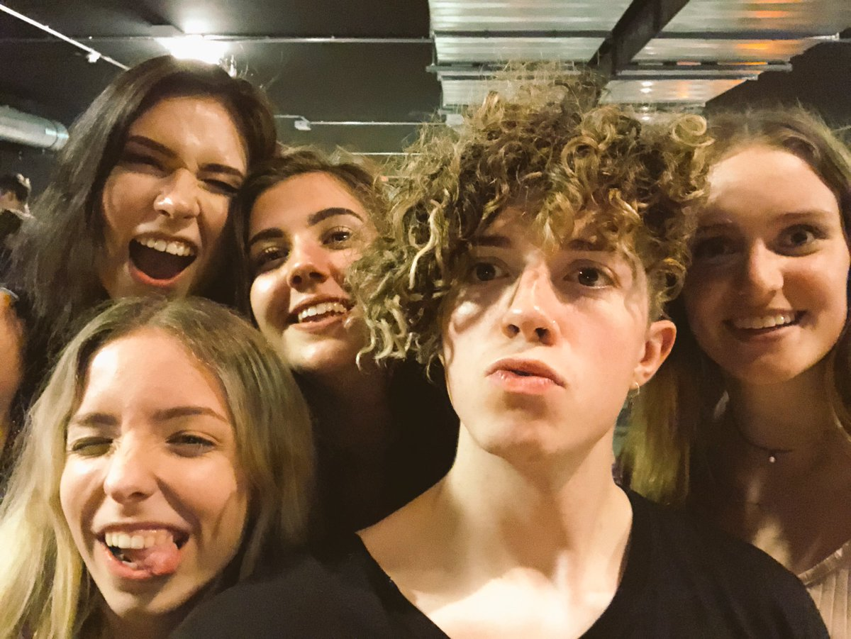 last show of the tour was amazing. And so were these beauty's :) @fireawaybesson @lifeofmaud @aionocutie @dearneele