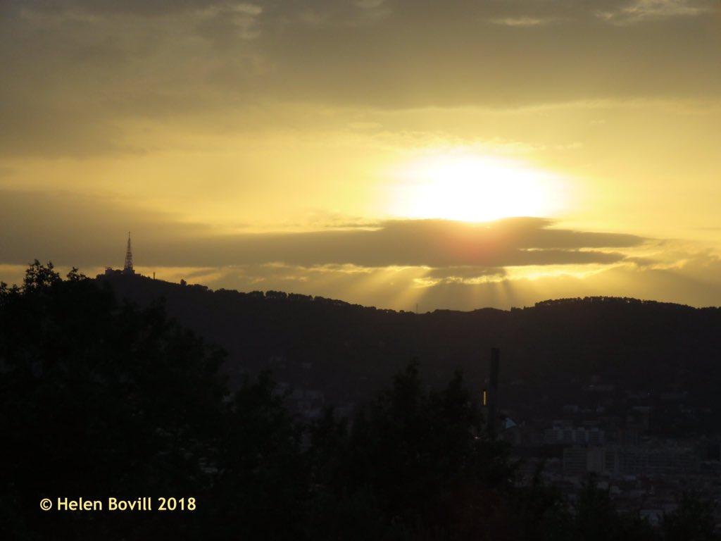Barcelona sunset. https://t.co/3To7VcWNu1