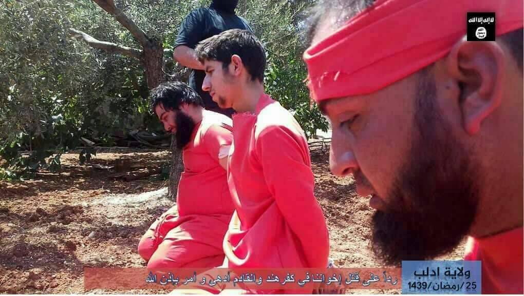 دواعش يقطعون رؤوس عناصر من النصرة في إدلب DfSUPT0X0AIHlNB