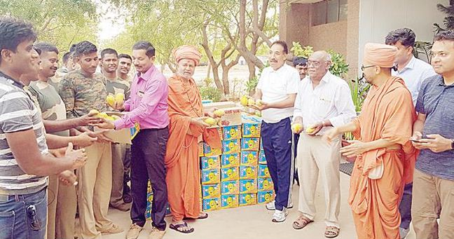 Farmer donates all mangoes produced in his farm to BSF jawans in Kutch