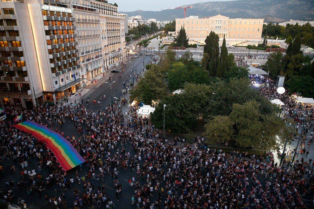 Milhares de pessoas tomam as ruas de cidades europeias em desfiles pelo Orgulho LGBT https://t.co/QHeKITTJsq #G1
