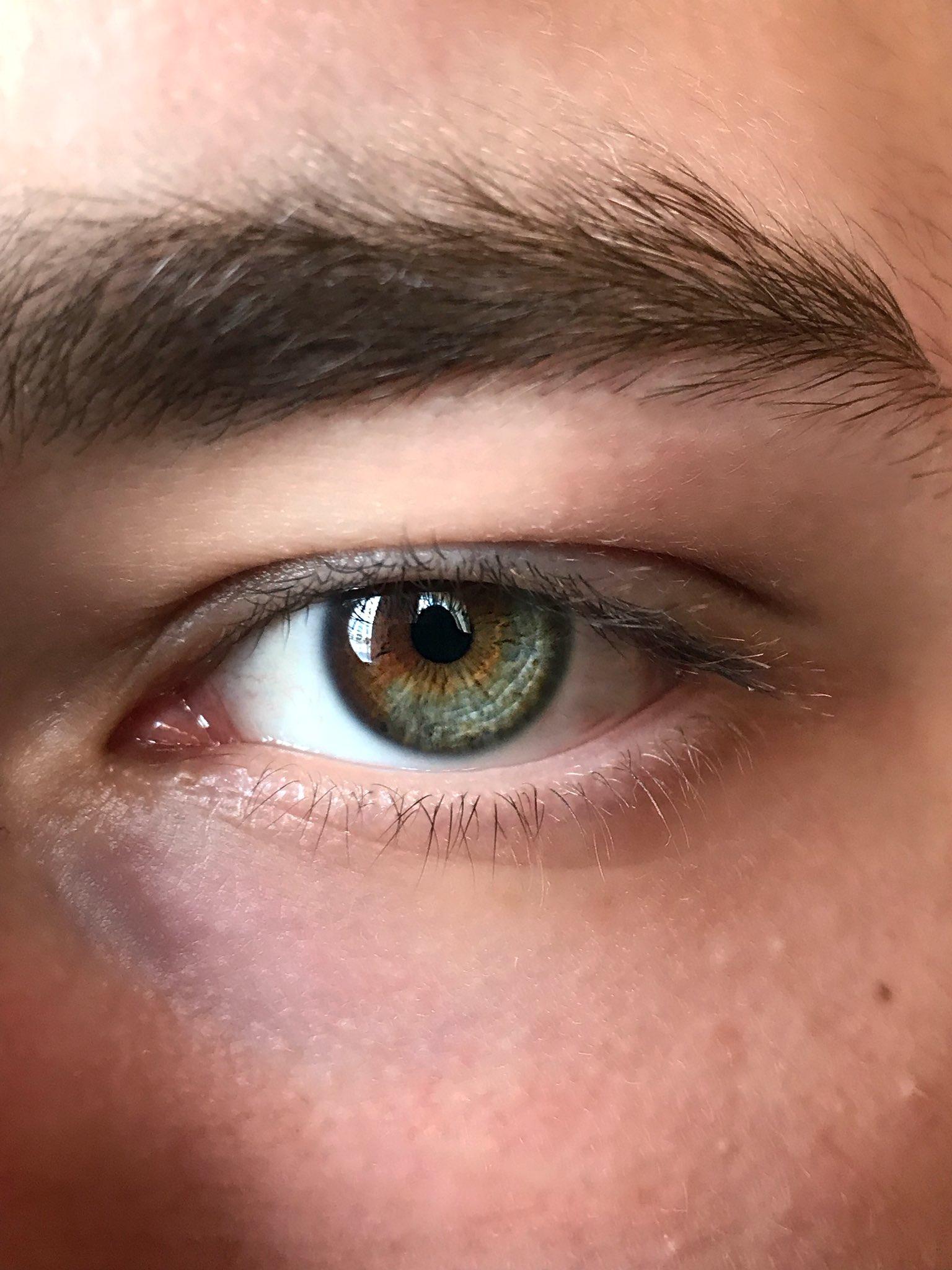 старых фото мужских карих глаз эти фото, понимаешь