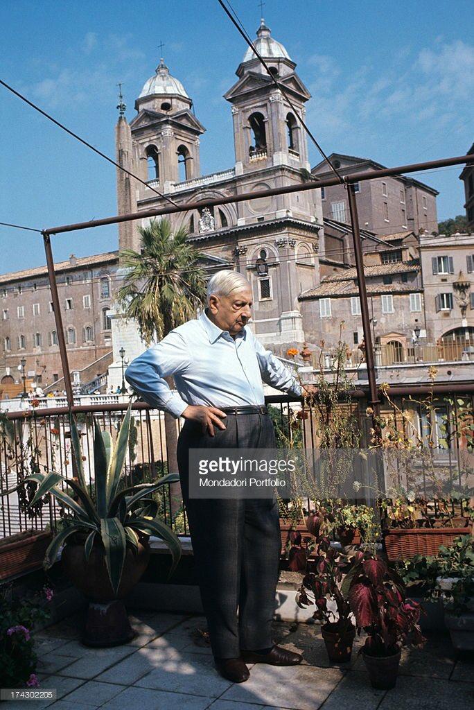 #Roma meravigliosa 1960 palazzetto dei #borgognoni di fronte alla chiesa di #TrinitadeiMonti #piazzadiSpagna casa oggi museo di #GiorgioDeChirico #lagrandebellezza @TrastevereRM @SaiCheARoma