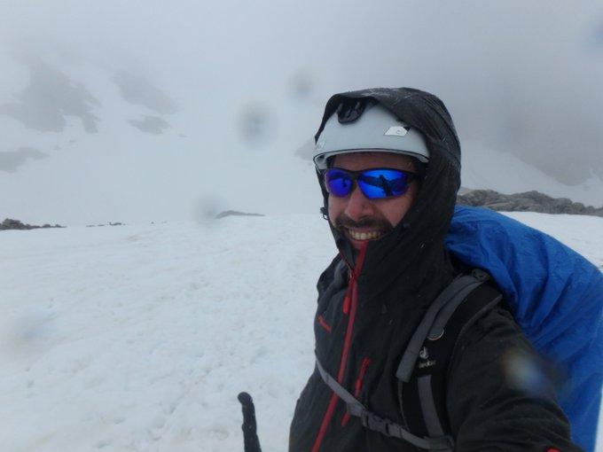Que llueva no es excusa para no disfrutar de la nieve en Picos de Europa un 10 de junio!! #skimo @nevasport @infonieve