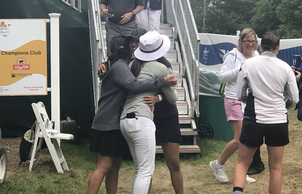 Getting to celebrate your first win with your friends? #Priceless  @AnnieParkUSC @ShopRiteLPGA