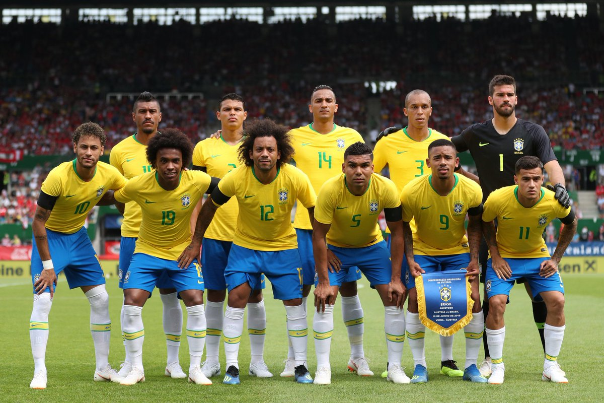 A equipe titular no último teste da #SeleçãoBrasileira! Daqui pra frente é COPA DO MUNDO. #PartiuRússia! 🇧🇷⚽🇷🇺 #GigantesPorNatureza  Foto: Lucas Figueiredo/CBF