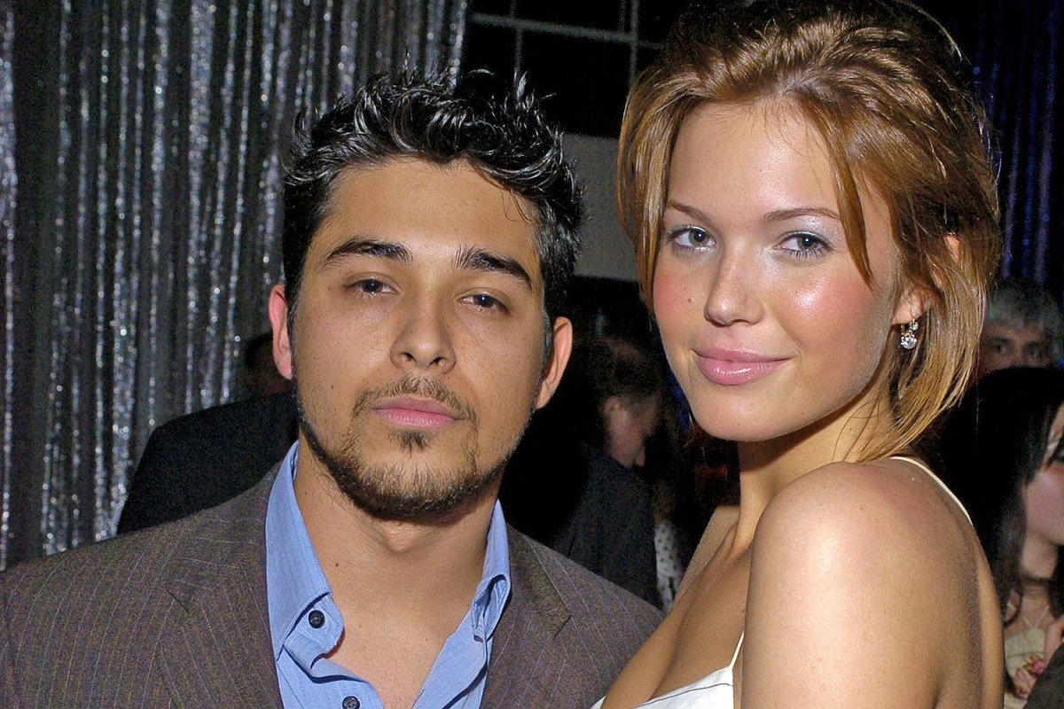 wilmer-valderrama-mandy-moore-virginity-hanging-tits-sucking-dick