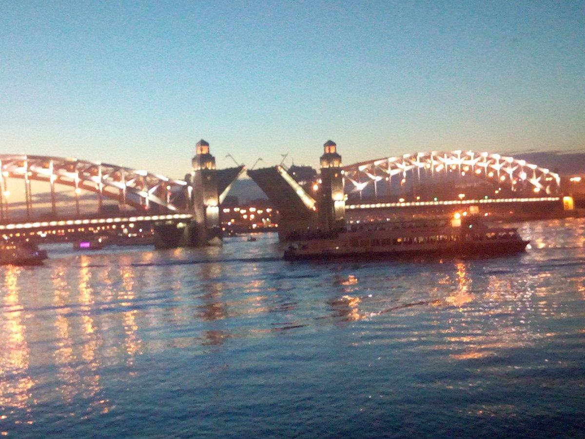 Всего в городе более мостов, 13 из которых разводятся.