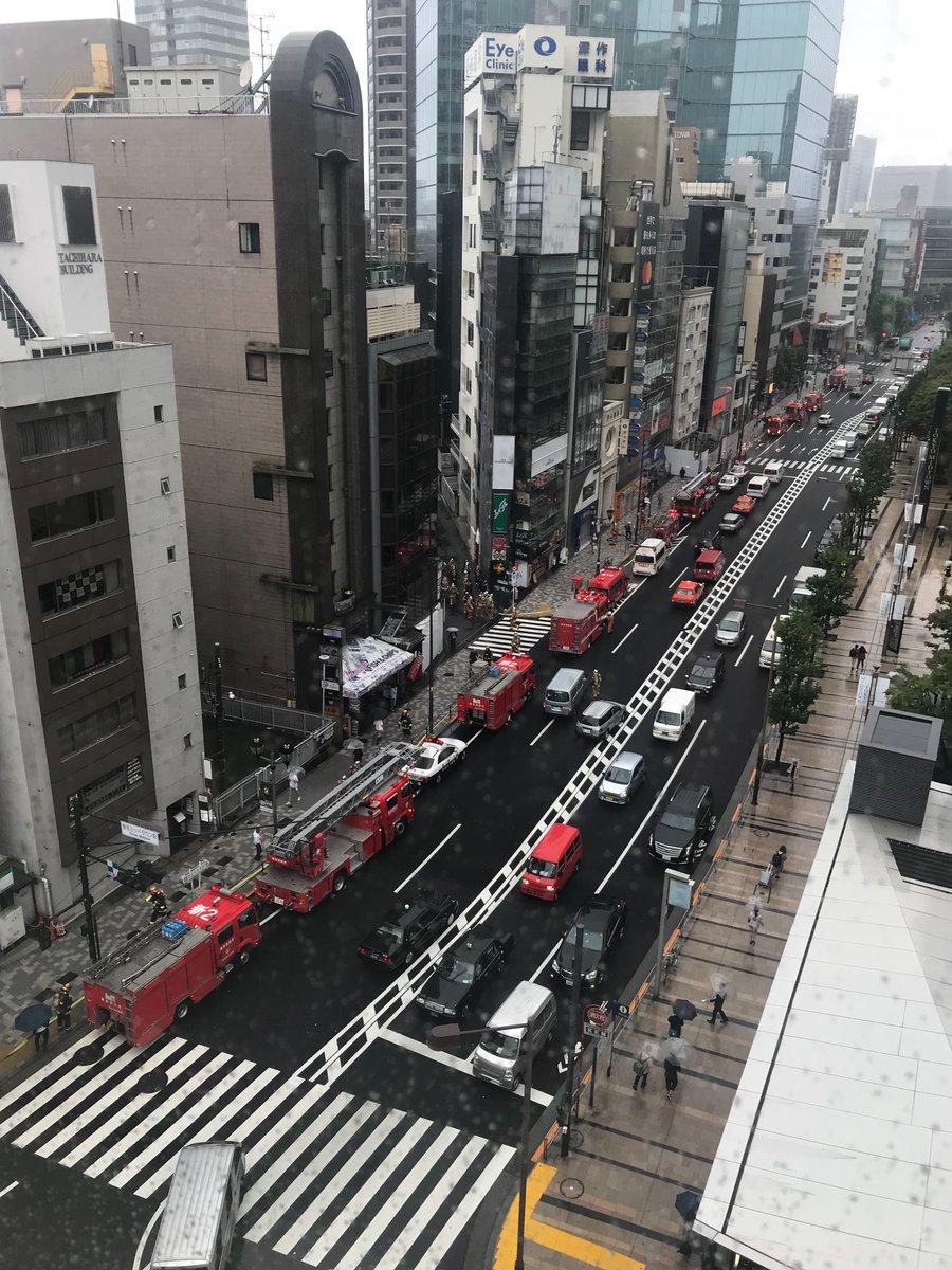 東京ミッドタウン前で火事の現場画像