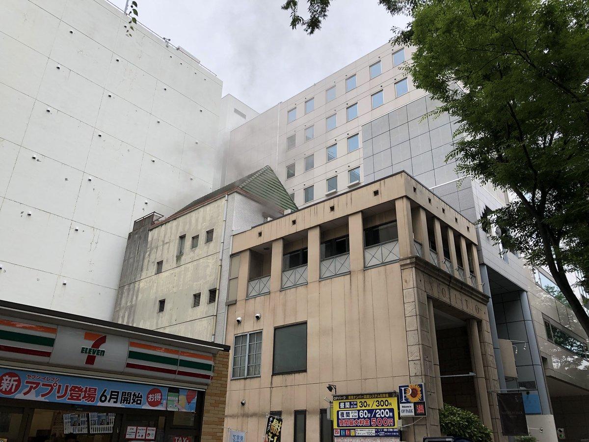 名古屋市中区栄で起きた建物火災の現場画像