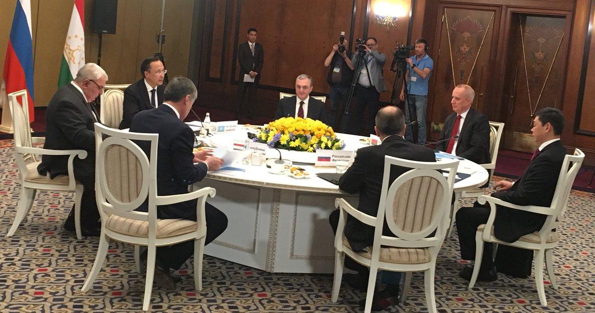 Глава МИД Армении Зограб Мнацаканян принимает участие в заседании СМИД ОДКБ