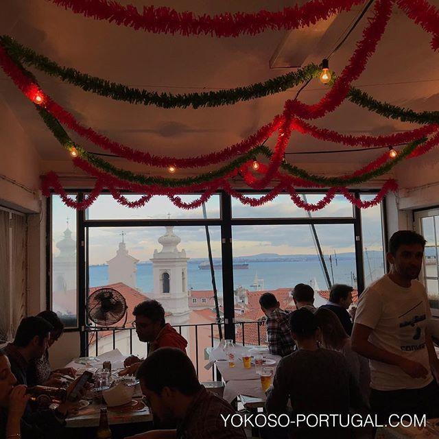 test ツイッターメディア - 6月のみオープンする、おすすめの絶景イワシレストラン。サン・ミゲル教会の裏の階段を登った所にあります。リスボンのイワシ祭りは明日本番です。イワシの相場は、4-5匹1人前は8ユーロ、1匹は1.5ユーロです。 #リスボン #ポルトガル https://t.co/IzfPpWRrtU