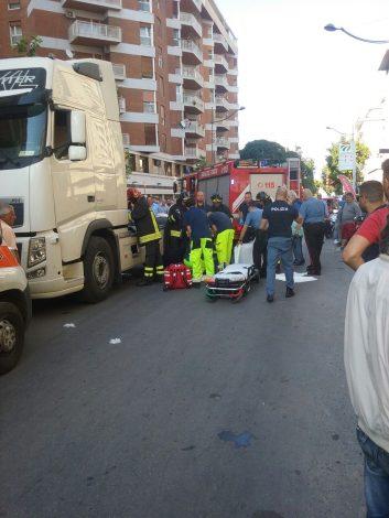 Gravissimo incidente in via dei Cantieri, una donna investita da un camion - https://t.co/XdPsZ3khND #blogsicilianotizie