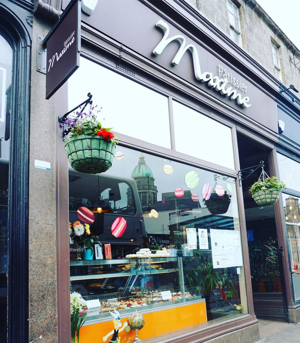 The hanging baskets outside Pàtissier Maxime reminding us it's still summer 🌼💐🍰🍭 #scottishweather #westend #takeacloserlook #hiddengems #edinburgh #edinburghlife #edinburghfood