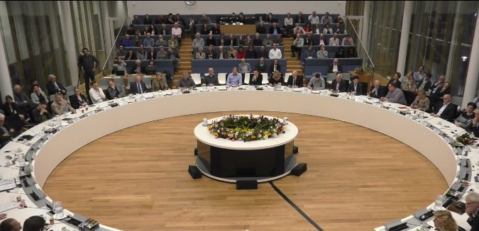 Vergadering commissie MO vanaf 19:45 uur live https://t.co/OkjB06yiKo https://t.co/DIGjm2wzTh