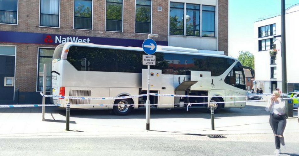 Furious coach driver blocks NatWest entrance after they 'wrongfully' close his account... 😂ladbible.com/news/uk-angry-…