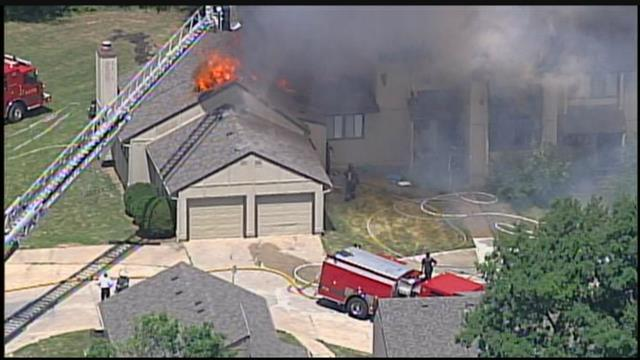 WATCH LIVE: Kansas City firefighters responding to 2-alarm fire at a home in the Northland on NW 70th Court near Hwy. 169. >> https://t.co/9AsMqu2lFu