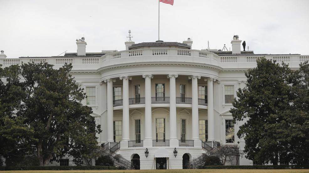 White House on lockdown after man jumps security barrier, leaves backpack on grounds https://t.co/DxGjQwJR5D