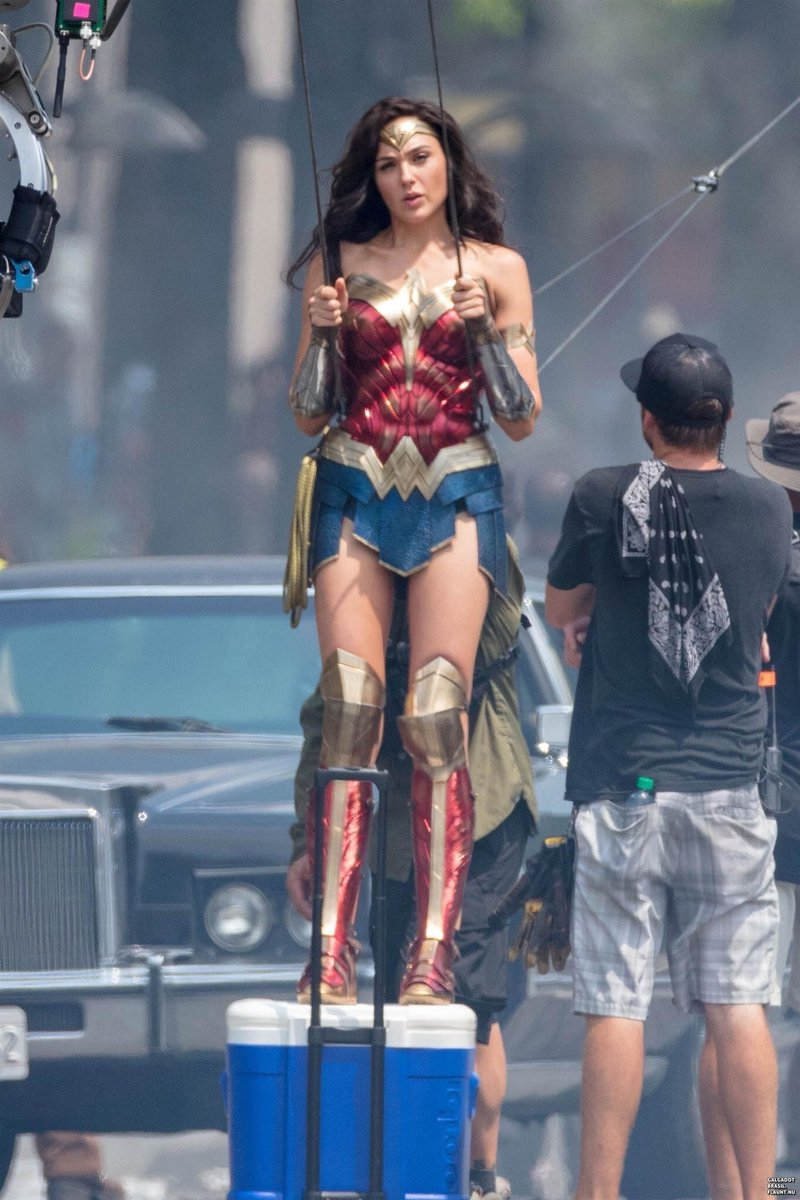New behind the scenes photos of Wonder Woman 1984.