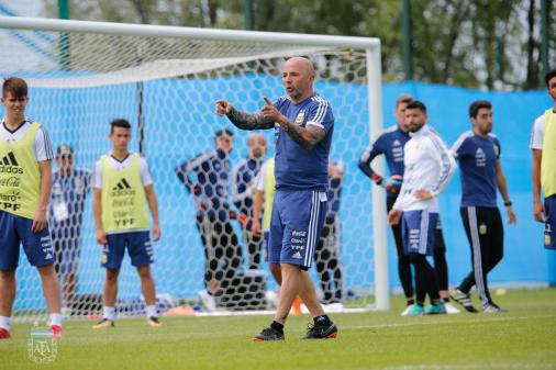 Sampaoli tira Di María e mais dois do time e treina Argentina no 3-4-3 https://t.co/14M8ceCUda