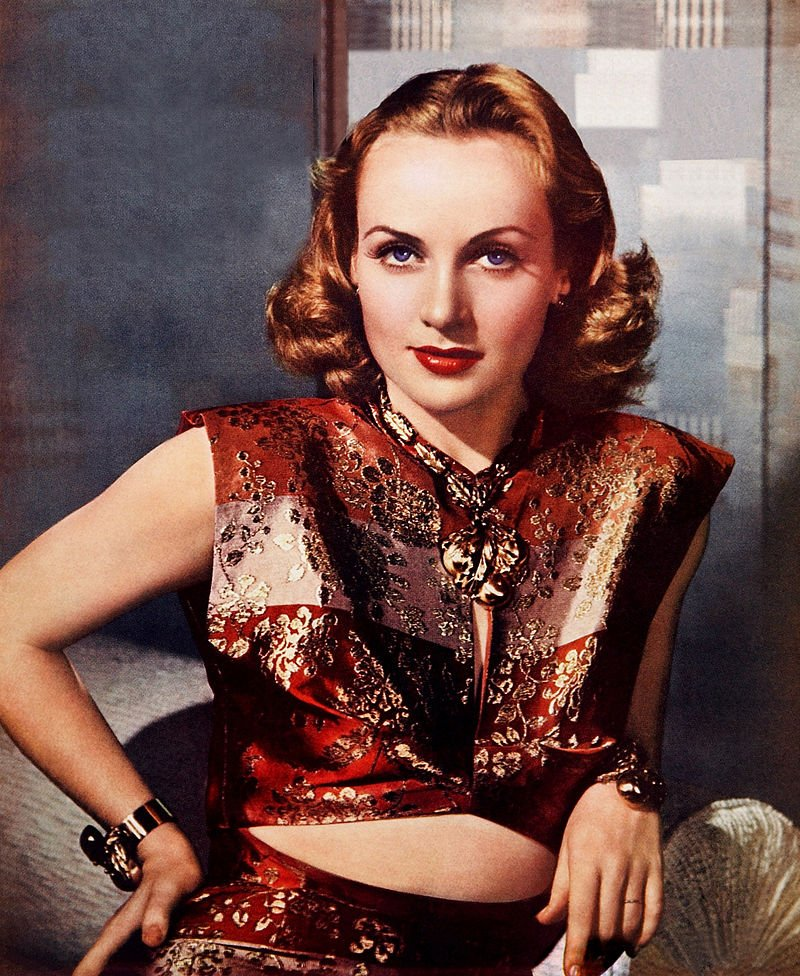 #glamourmonday Photo of Carole Lombard, born in Fort Wayne, Indiana. From the cover of the January 1940 issue of Photoplay magazine. Photographer: Paul Hesse. Lombard performed in the screwball comedies of the 1930s, movies often characterized by a humorous battle of the sexes.