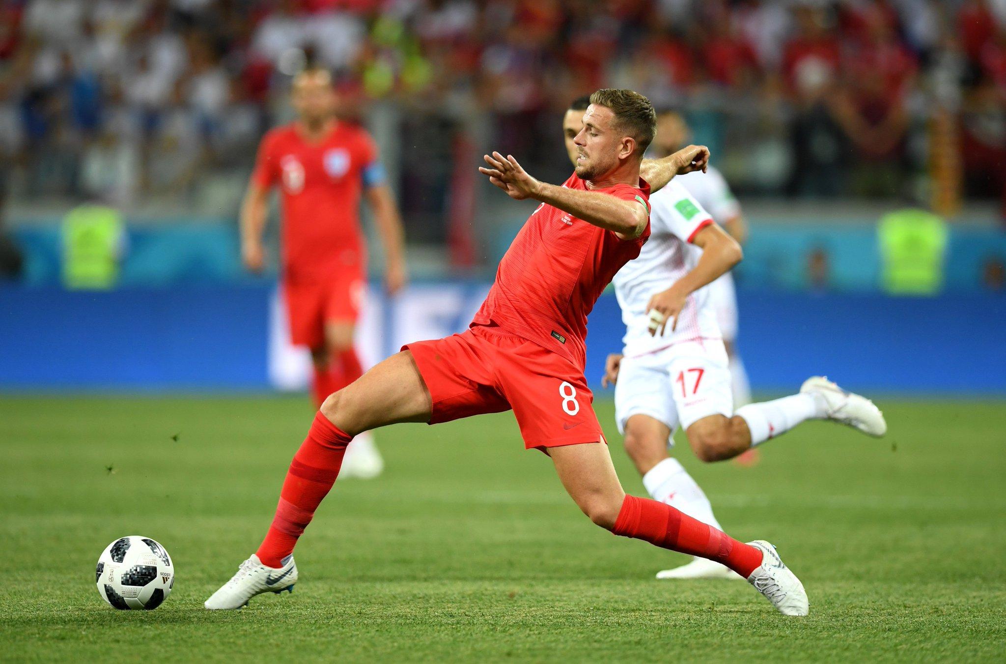 Inglaterra gana en su debut 2-1 ante Túnez
