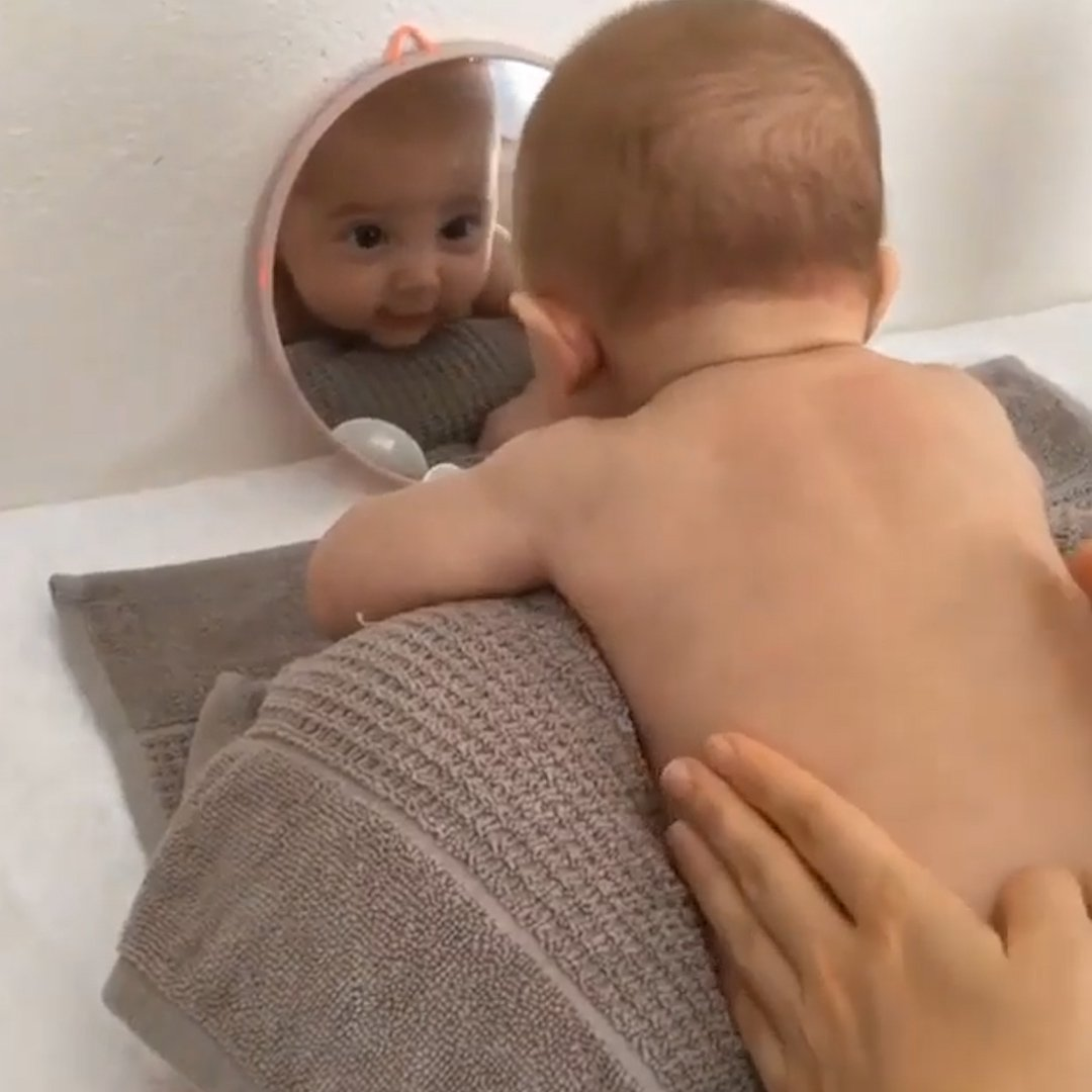 Baby massage helps stimulate the digestive system 💆♀️