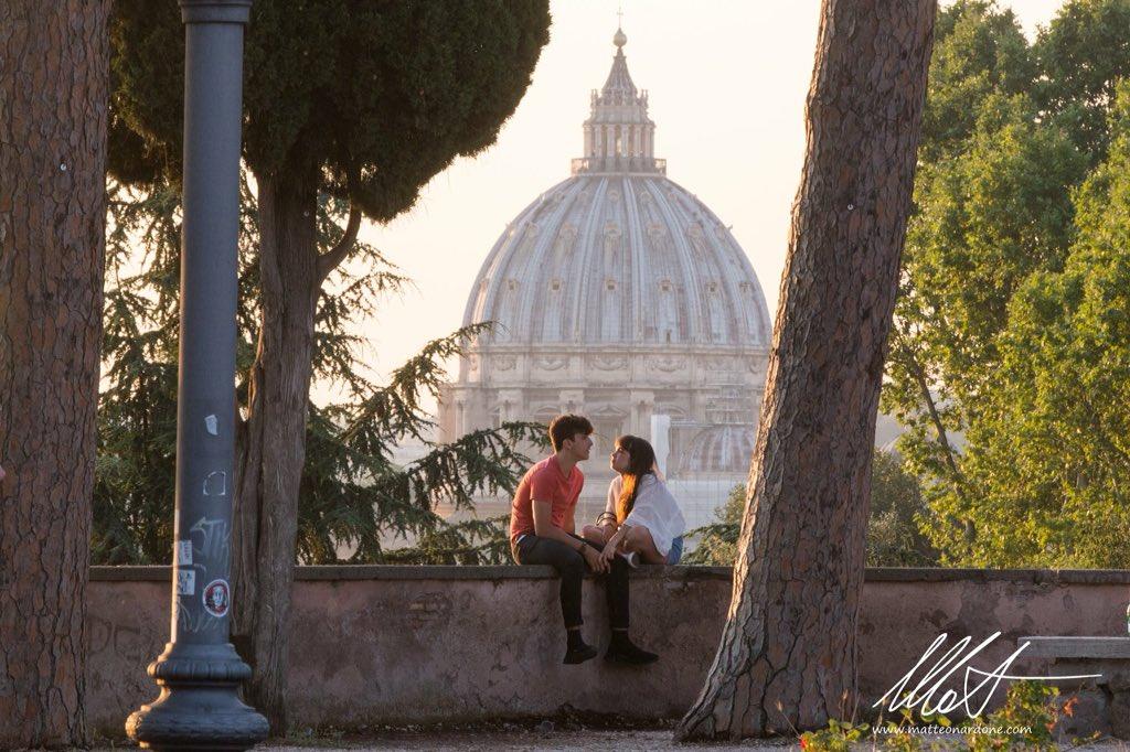 Alle #ottoemezzo un istante di silenzio... ascoltando mamma Roma.... Ph @matnardone_ph