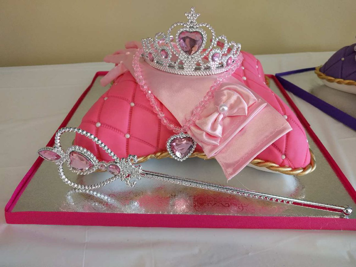 Wondrous Sumthinsweet On Twitter Princess Cakes For The Birthday Twins Personalised Birthday Cards Paralily Jamesorg