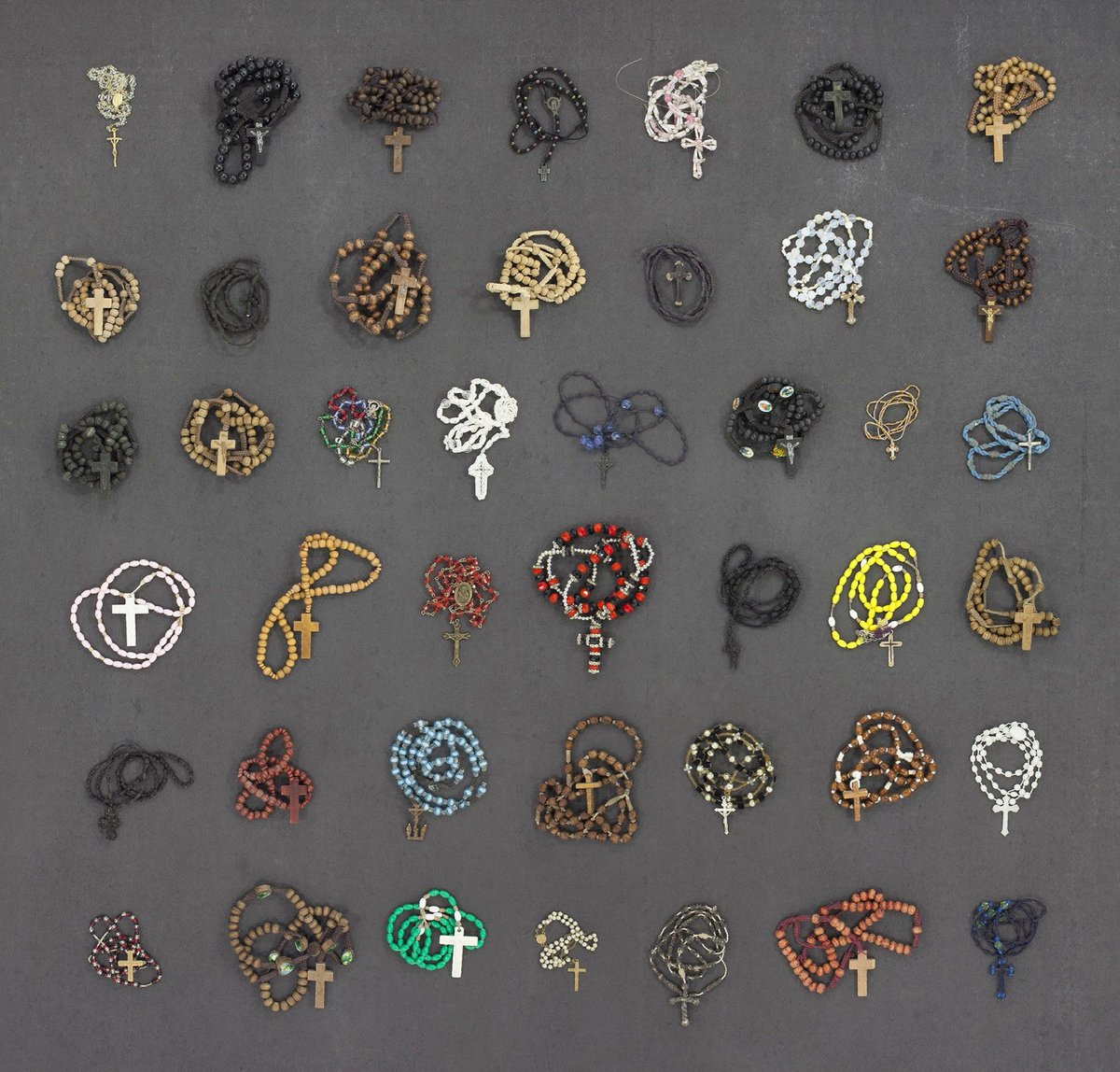 Rosaries confiscated from immigrants at the Arizona/Mexico border. [via @MikeOLoughlin] https://t.co/OP0jLhU3m1