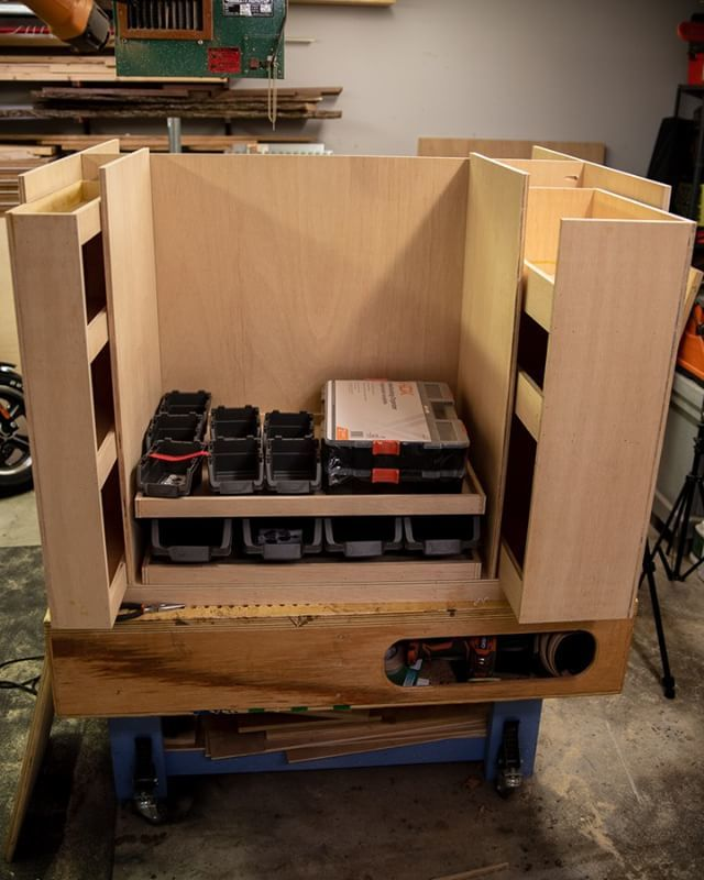 The vertical drawers are built and I'm working on the layout for the center horizontal drawers. Getting close to install time! #assemblytable #workbench #woodshop #woodworking #makersgonnamake #worktable #storage #shopstorage  https:// ift.tt/2xZfI91    <br>http://pic.twitter.com/7qgU4r63l9