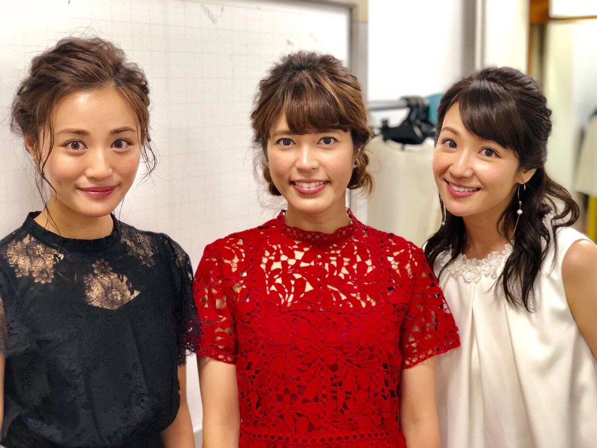 赤いシースルーの衣装を着た女子アナと並ぶ神田愛花アナのセクシーな画像