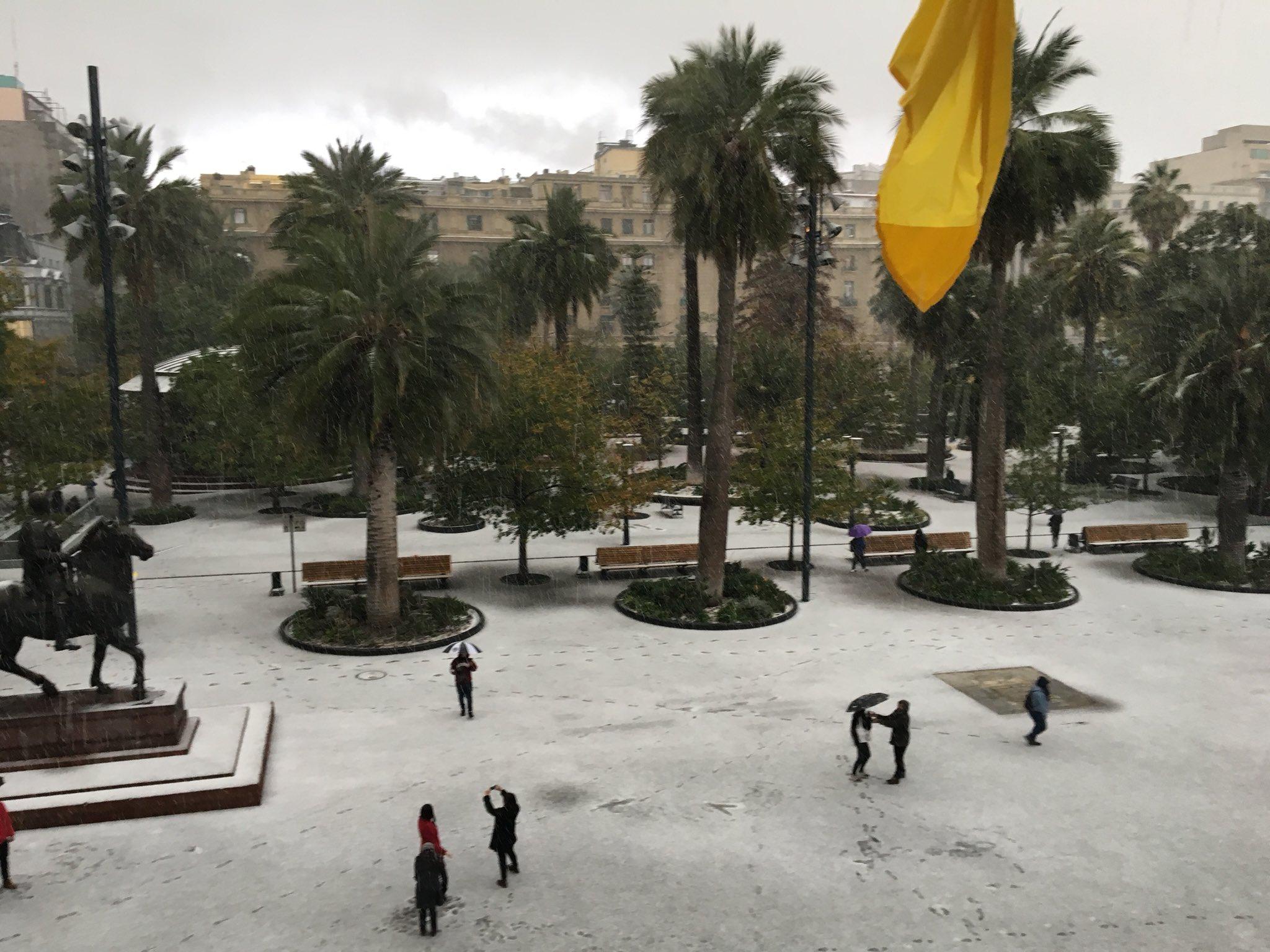 La Plaza de Armas se viste de blanco. https://t.co/vi2BGy2oVd