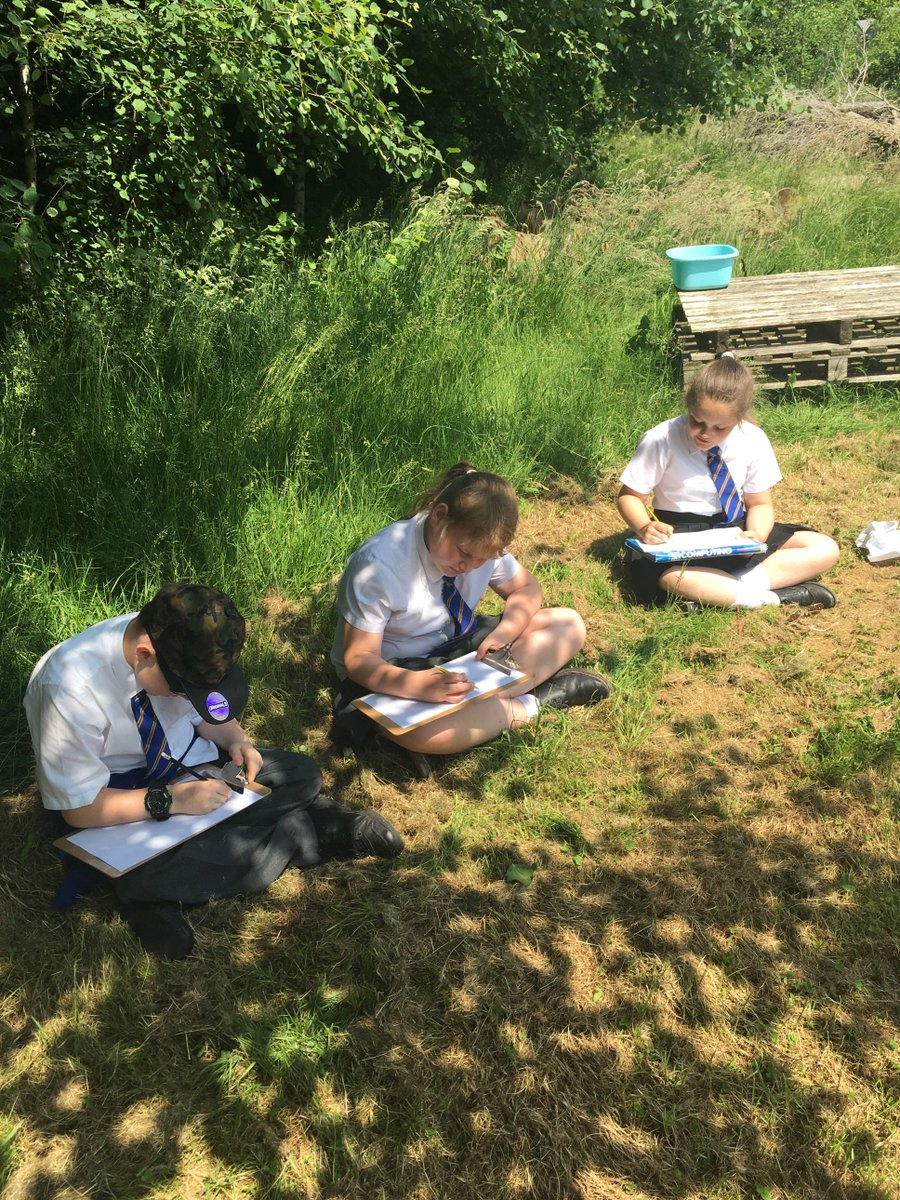 Year 5 enjoyed sketching in the sunshine this afternoon ☀️ #outdoorlearning #artwork